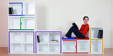 libreria con tavoli e sedie